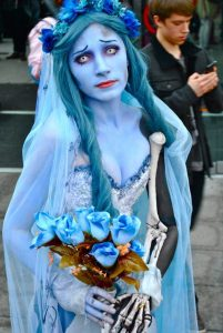 costumes-halloween-mariee-fantome-bleu-maquillage-robe