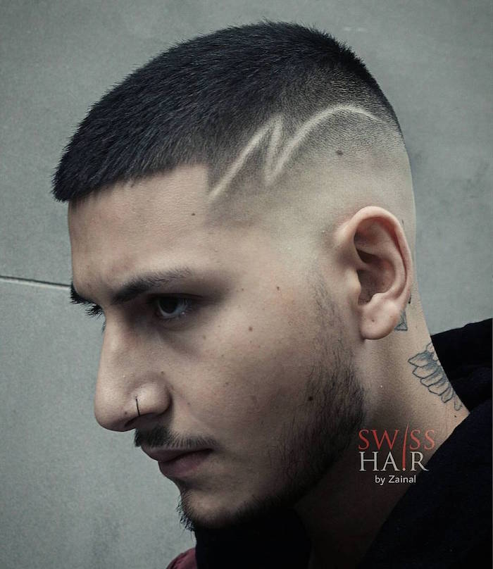 coupe-dégradé-américain-homme-arrondi-trait-flash-fondu-piercing-nez